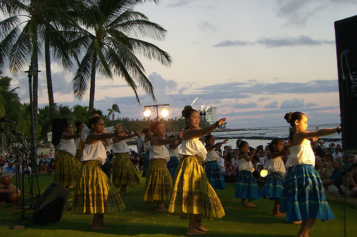FREE Hula Show @ Kuhio Beach