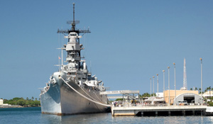 Battleship Missouri Gets a Facelift (Flickr ©LukeGordon1 - 3999259281)